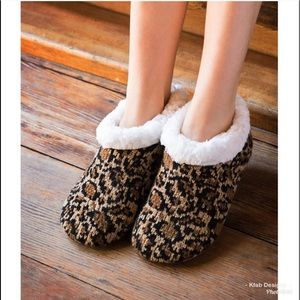 Shoes - Cheetah Faux fur lined non slip slippers!